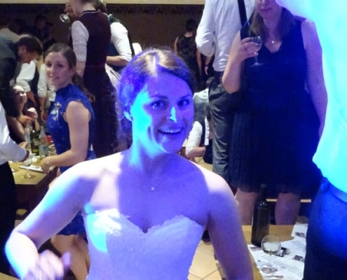 Hochzeitsimpressionen - tanzende Braut