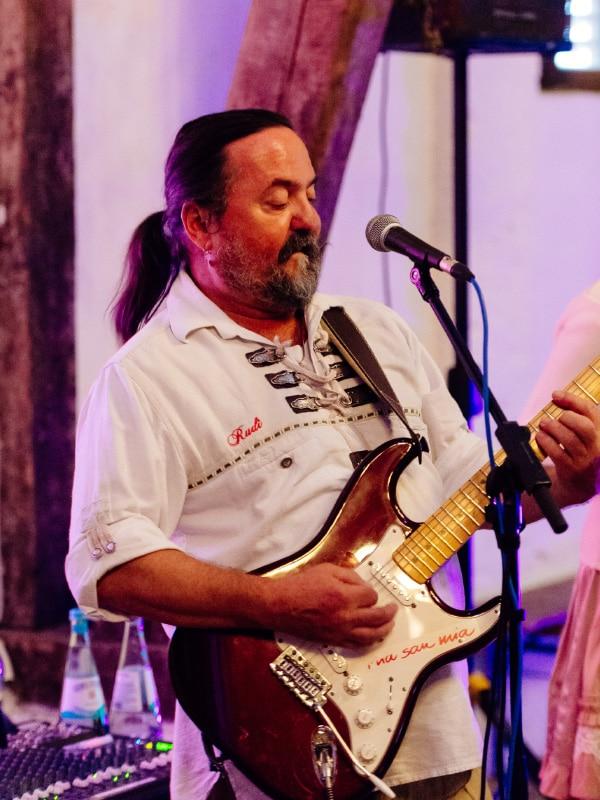 Servus Partyband - Rudi Gitarre und Gesang